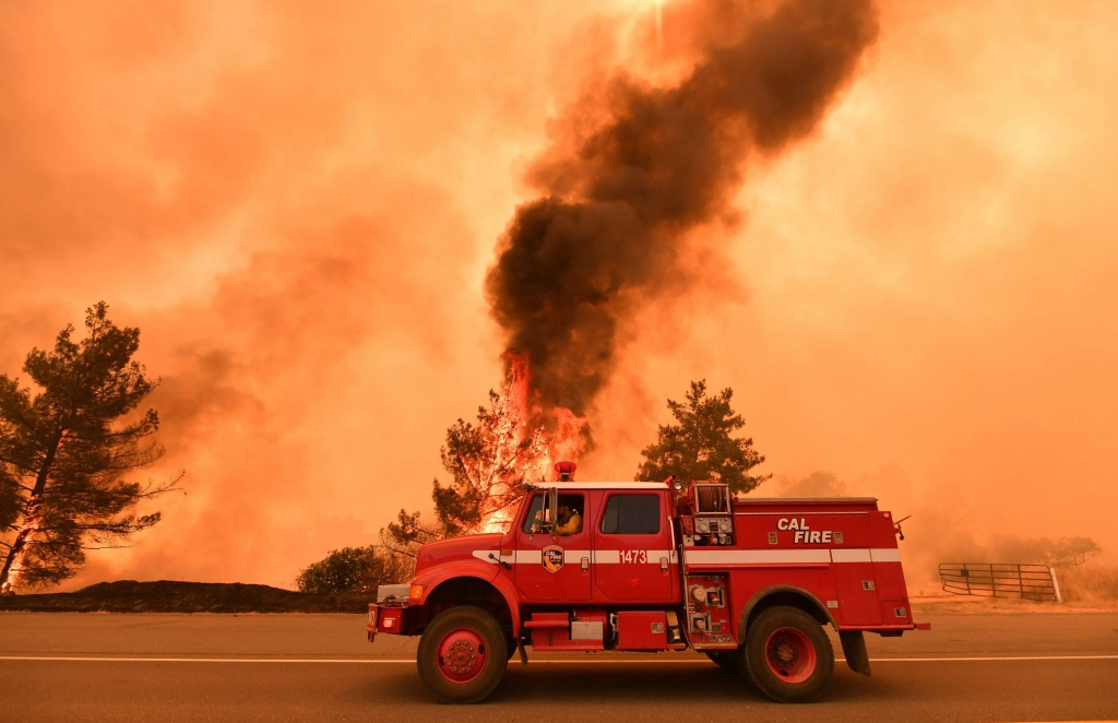 California Fires: Wildfires Map For Camp, Woolsey, Hill Fires | Fortune - California Fire Zone Map