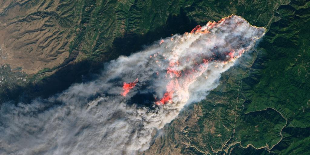California Wildfires: Satellite Images Of Camp, Hill, Woolsey Fires - Live Satellite Map California